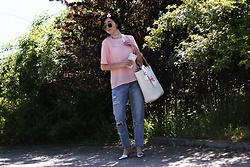 Ewa Macherowska - Second Hand Top, House Jeans, Flats, Nn Straw Bag, Zaful Scarf, Zaful Choker, Nn Sunglasses - Flamingos