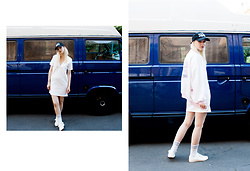 Edith Cook - Missguided White Tshirt Dress, Amazon Waynes World Basecap, Vintage College Bomber Cardigan, Amazon Tennis Socks, Mango White Sneaker - 004