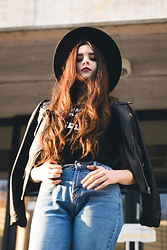 Renée Alcalá - Stradivarius Mom Jeans, American Eagle Outfitters Shirt, Zara Jacket, Forever 21 Hat - Part two