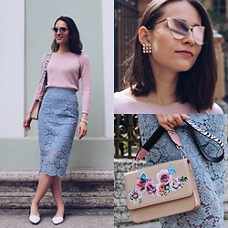 Liza Odinokikh - Soie Pour Soi Top, H&M Skirt, Michael Kors Flats, Marc Cain Bag, Le Specs Sunglasses, Vintage Earrings - In pastels