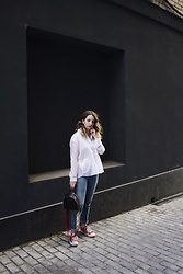 Ivana Braer - Zara Button Up, Levi's® Jeans, Converse Sneakers, Mango Bag - Simple and Stylish