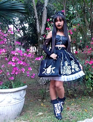 Lais Gonçalves - 25 De Março Polka Dots Usamimi, Ring Choker, Forever 21 Faux Leather Top, Chaplet, Metamorphose Temps De Fille Poodle Print Skirt, Bodyline Bag, Baby The Stars Shine Bright Lace Socks, Lace Up Ankle Boots, Second Skin Blouse - Feeling like a freak on a leash.