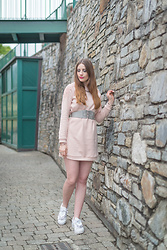 Andrea Funk / andysparkles.de - Vila Dress, Adidas Sneakers - Pink Sweater Dress