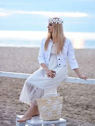 Natalia Piatczyc - New Look White Jeans Jacket, Gamiss Long Sleeve Tulle Dress, Gamiss Straw Bag With Flowers - Seaside