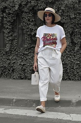 Ellone Andreea - Mango T Shirt, Zara Bucket Bag - In the city