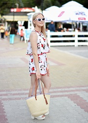 Natalia Piatczyc - Zaful Red Floral Jumpsuit, Zaful Straw Basket Bag, Zaful White Sunglasses - Summer romper