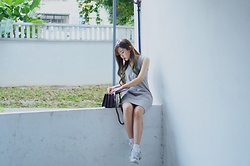 Baoer Tang - Adidas Sneakers - Grey dress kinda day