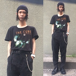 @KiD - The Cure Tee, Newyork Hat Cap, Ch. Gray Pants, Dr. Martens 3 Holes Shoes, Funk Plus White Bracelet - Japanese Trash166
