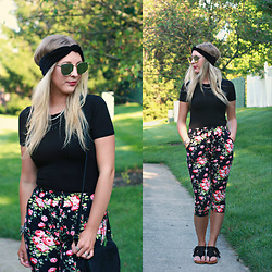 BG by Christina L - The Carriage House Boutique Floral Print Pants, Rosegal Mirrored Rosegold Sunglasses, Bearpaw Black Fringe Sandals - Floral Pants & Why I Stop And Smell The Roses