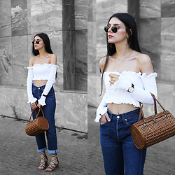 CLAUDIA Holynights - In The Style Off Shoulder Knit, Daniel Wellington Watch, Levi's® 501 Jeans, In The Style Lace Up Shoes - Summer knit