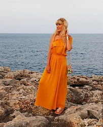 Tijana J.D - Primark Mustard Yellow Maxi Dress, H&M Golden Bracelet, Formula Joven Colorful Bag, Primark Nude Sandals - Yellow dress in Portocolom