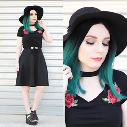 Federica D - Romwe Black Hat, Shein Crop Top Black Rose Patches - Kuro