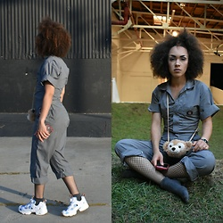 Alexis Boldt - Dickies Jumpsuit, Disney Duffy Pouch, Reebok Joyrich Instapump Fury - 14th Factory
