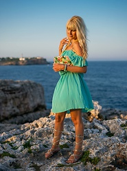 Tijana J.D - Mango Green Off Shoulder Dress, Formula Joven Colorful Bag, Primark Metallic Gladiator Sandals - Summer in Mallorca
