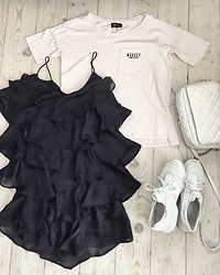 Sindija Teberniece - H&M Dress, Reserved T Shirt, Nike Huaraches, Bershka Bag - ???