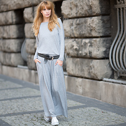 Daggi Str - Candy Floss Maxi Dress, Diesel Leather Belt, Converse Sneakers - Comfy