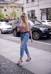 Vanessa Kandzia - Ripped Jeans, Fur Slides - FUR SLIDES FOR FALL
