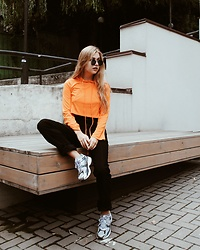 Masha Makarets - Lovelywholesale Hoodie - Orange