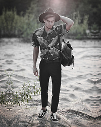 Edgar - Vans Black Old Skool Sneakers, Zara Black Cropped Pants, Midnight Surf Black Floral Shirt, Asos Black Leather Backpack, Primark Black Leather Belt, Asos Black Fedora Hat - TROPICAL TOUCH