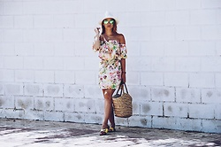 Alicja Sart - Dress, H&M Straw Basket Bag, Ray Ban Sunglasses - Stay with me Summer