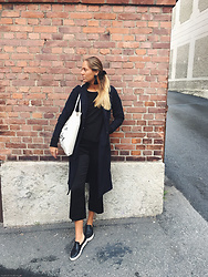 Kajsa Svensson - Only Blazer, Vagabond Sneakers, Vero Moda Pants, Object Bag - EVEN IF U TRY
