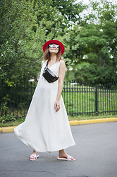 Mariia Shtanko - Ny77 Design Dress, United Colors Of Benetton Hat - Minimalistic summer