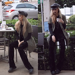 Camilla Lins - Vintage Beret, Velvet Flares, C&A Vest, Schutz Boots - Please! Read the description ❤️