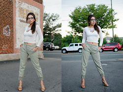 Angie Washington - H&M White Crop, J. Crew Ankle Zip Cargo Pants - The Ankle Zip Cargo