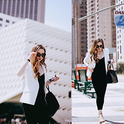 The Indie Girl Fleming - Nordstrom High Waisted Black Jeans, Nordstrom White Structured Blazer, Michael Kors Black Bag - NYC Street Style 01