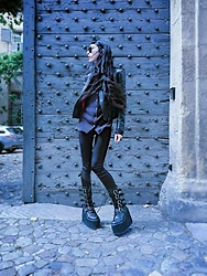Placide Avantia - Demonia Vegan Platform Boots, Deandri Vegan Leather Harness, Ray Ban Sunglasses, Vegan Leather Jacket, Longsleeves Shirt - Summertime is over ! Hell yeah.