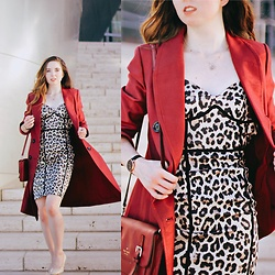 The Indie Girl Fleming - Topshop Leopard Bodycon Dress, Nordstrom Burgundy Trench Coat, Nordstrom Nude Patent Shoes - Fall's Hottest Trends 2017