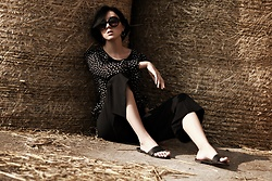 Ewa Macherowska - H&M Blouse, Second Hand Culottes, New Yorker Slides, C&A Sunglasses, Zaful Earrings - Culottes