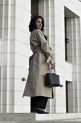 Ellone Andreea - H&M Trench Coat, H&M Paper Bag Trousers, H&M Kitten Heels, Zara Ring Handle Bag - Trenching