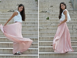 Jelena Dimić - Lavish Alice Split Back Crop Top, Shein Pleated Maxi Skirt, Raid Metallic Ankle Boots - I overthink, that's all it is