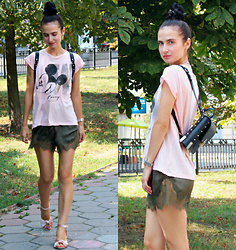 Maria Perchekliy - Mango T Shirt, H&M Shorts, Asos Shoes, Unif Backpack, Marc By Jacobs Watch - Pink Velvet