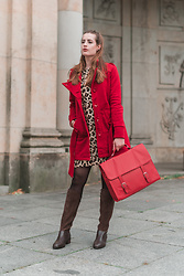 Andrea Funk / andysparkles.de - Smash Coat, Emu Boots - Red and Leo