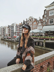 Jamie L ♡ - Jutka&Riska Hat, The Sting Faux Fur Jacket - AMSTERDAM