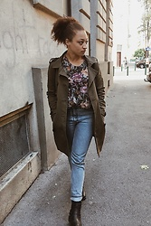 Mariama M - H&M Sweater, Monki Jeans - It is getting cold ..