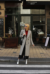 Ana Vukosavljevic - Trend Coat, Ego Shoes, Yoins Pants, Picard Bag, Vintage Turtlneck, Vintage Sunglasses - H&M Trend