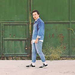 Mark Ontoy / BKMRK - Bench Denim Jacket, Polo Ralph Lauren White Button Down Shirt, Levi's® Skinny Jeans, Adidas Campus - Timeless