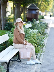 Natalia Piatczyc - Orsay Pink Bag, Reebok White Sneakers, Sammydress Carmel Suede Jacket, C&A Beige Hat, Reserved Beige Pants - Autumn look