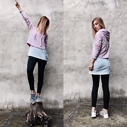 Dominika & Ola - Reserved Hoodie, New Balance Shoes, Reserved Trousers, H&M White Long Blouse - Streetwear