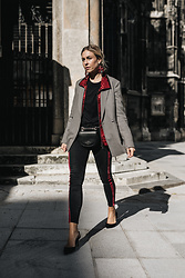 Laura⎢Les factory Femmes - Ivy&Oak Blazer, Gestuz Jacket, Vero Moda Jeans, Zara Pumps, Patrizia Pepe Bag, Mango Earrings - Burgundy Lane