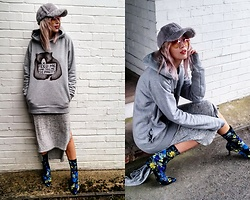Joanna L - Boohoo Dress, Primark Sock Boots, Primark Furry Cap - Feed me and tell me I'm pretty/grey outfit/sporty chic