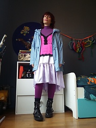 Luna Tiger - Primark Rain Jacket, Asos Pull, Forever 21 Lingerie Top, Reclaimed Vintage Skirt, Bleu Forêt Coton Tights, New Look Moto Boots - Easy busy