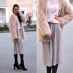 Claire H - H&M Fake Fur Coat, Lyvem Skirt Alva, Office Boots - Fluffy