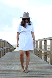 Joana Sá - Zara Hat, Pull & Bear Sunglasses, H&M Dress, Aldo Espadrilles - Corset