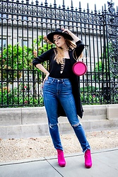 Julia - Zara Bag, Chicme Bodysuit, H&M Jeans, H&M Boots, Forever 21 Hat, Forever 21 Trench Coat - Fuchsia