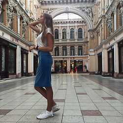 Dasha - Week Skirt, Zara T Shirt, Nike Trainers - Architecture