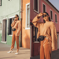 Alison Liaudat - Gucci Beltbag, Vila Velvet Pants, Gucci Sunnies - The rainbow